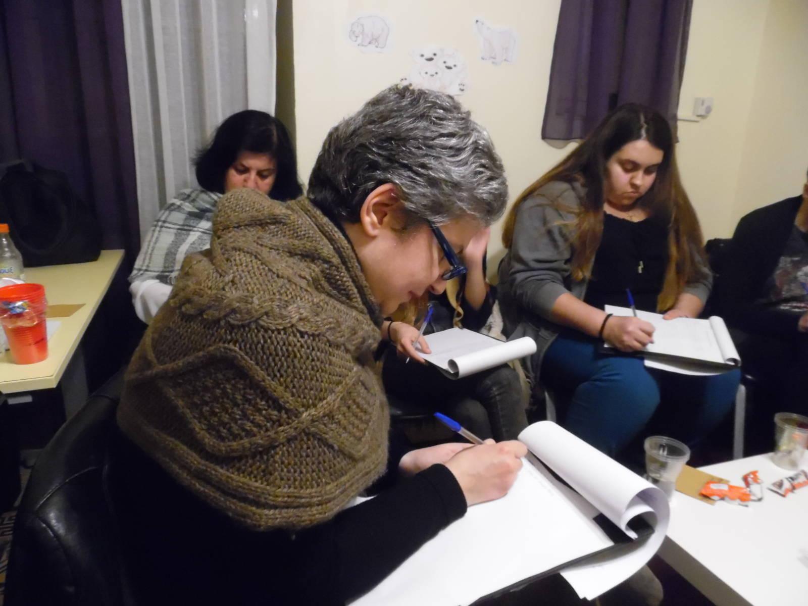 Ελένη Γκόρα-Κάτι έχει να σου πει η Κατίνα της αυλής 3
